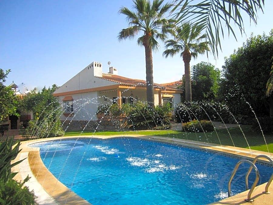 4 bedroom Villa for sale in Almayate with pool garage - € 470,000 (Ref: 4667762)