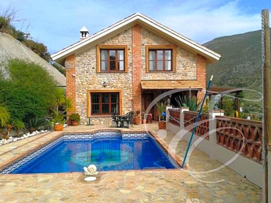 4 bedroom Villa for sale in Alcaucin with pool - € 395,000 (Ref: 4667854)