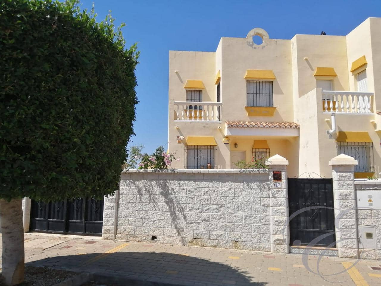 3 bedroom Villa for sale in Almayate with pool - € 230,000 (Ref: 4753934)