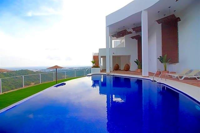 Piso de 4 habitaciones en Istán en venta con piscina - 550.000 € (Ref: 3683806)