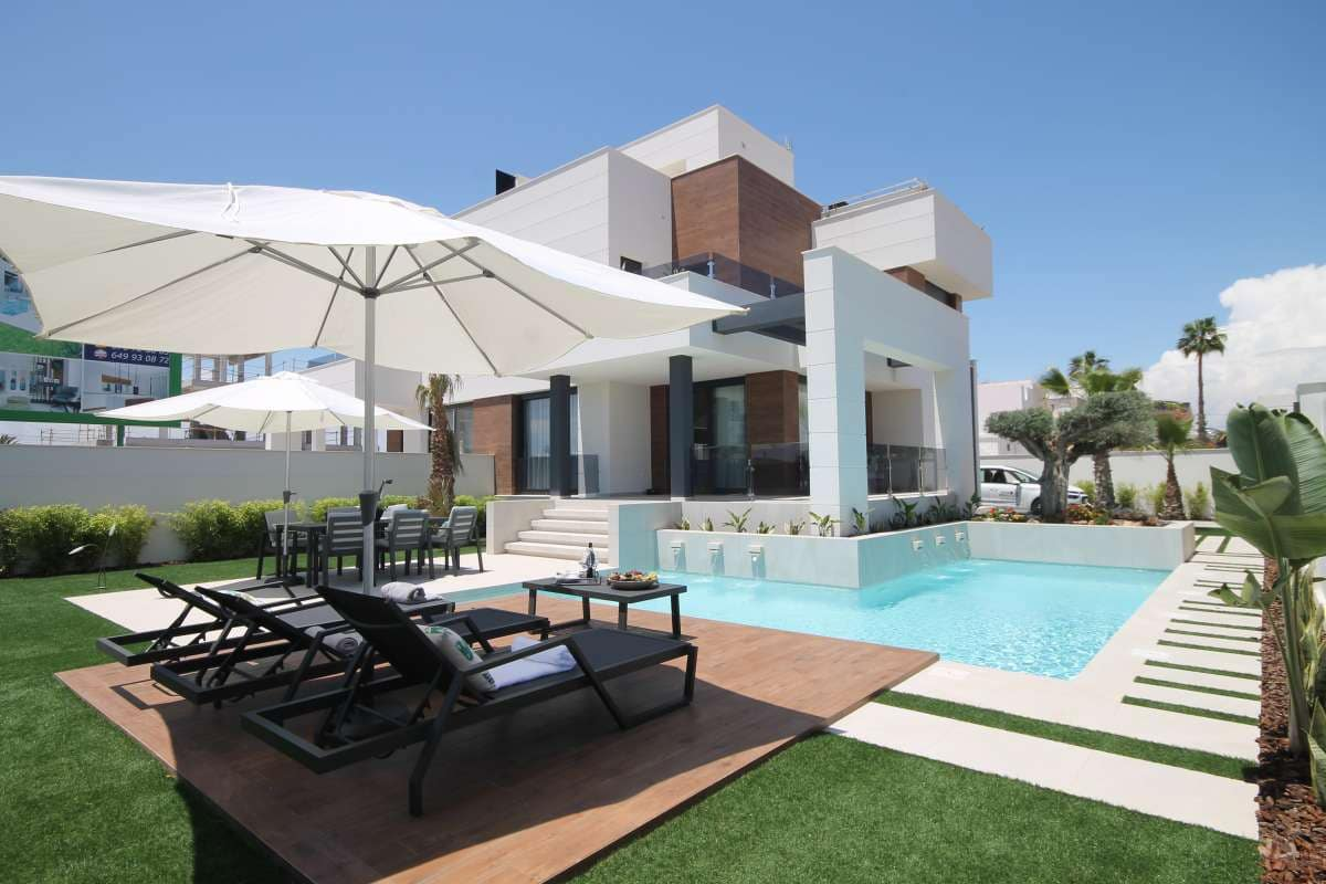 4 bedroom Villa for sale in Torrevieja - € 449,000 (Ref: 5269971)