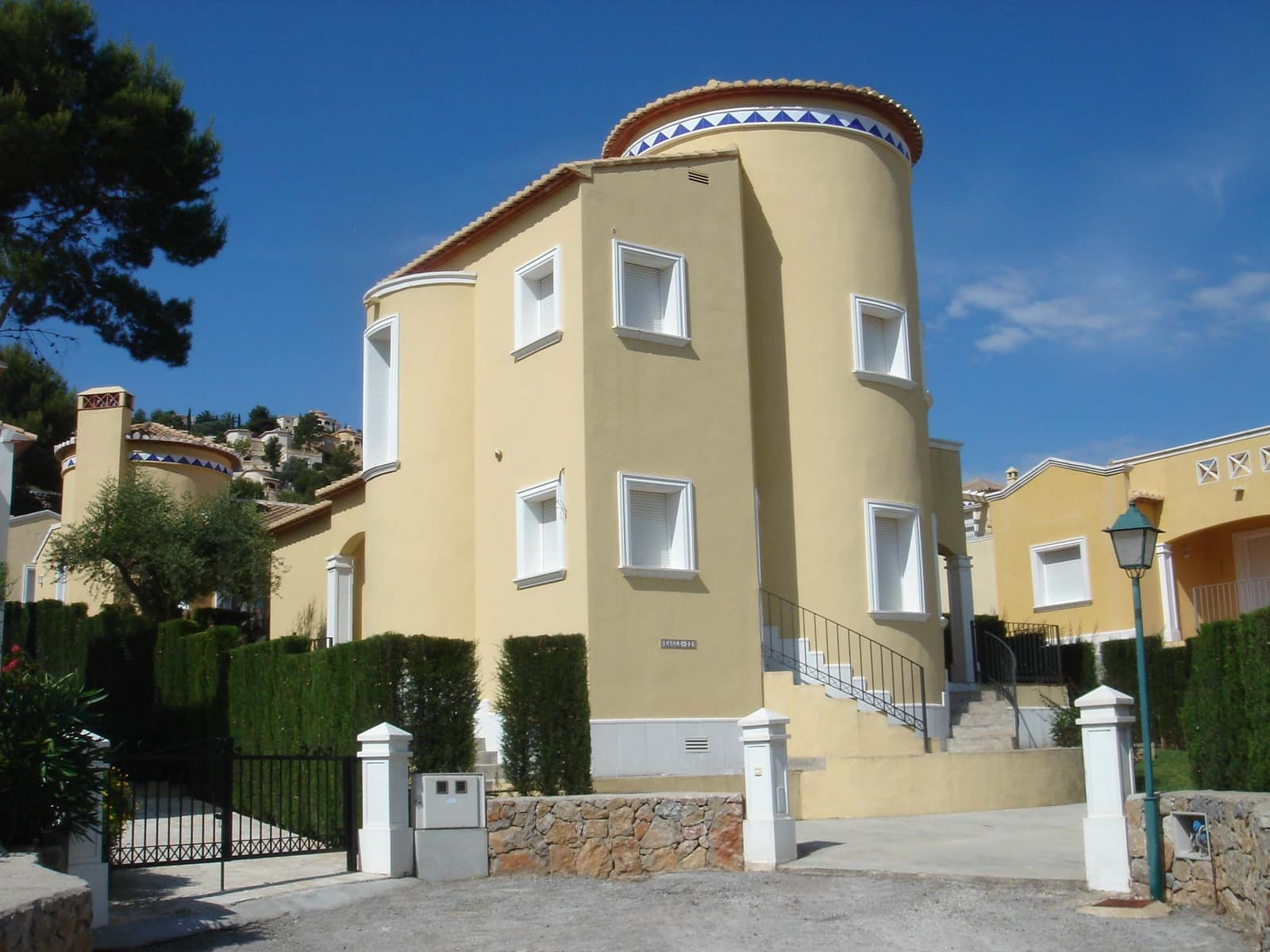 3 bedroom Villa for sale in Pedreguer with pool - € 197,500 (Ref: 4588748)