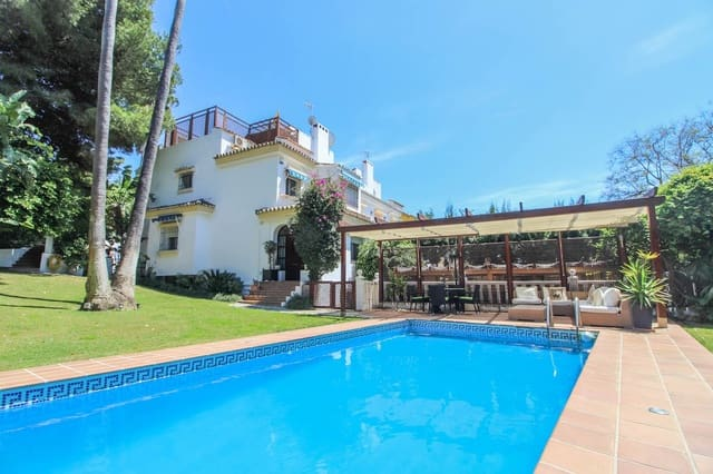 5 sovrum Semi-fristående Villa till salu i Nueva Andalucia med pool garage - 850 000 € (Ref: 3912416)