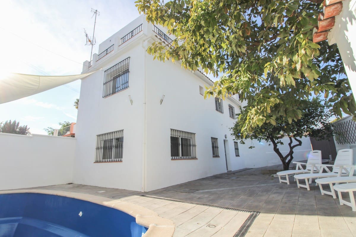 4 bedroom Townhouse for sale in Marbella with pool garage - € 425,000 (Ref: 4965460)