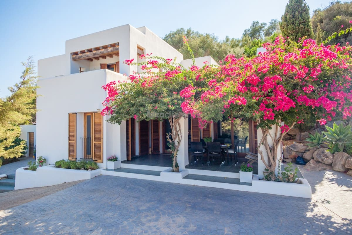 4 bedroom Finca/Country House for sale in Sant Agusti des Vedra - € 1,660,000 (Ref: 4824727)