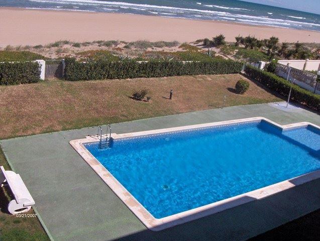 2 slaapkamer Strandappartement te huur in Xeraco met zwembad garage - € 400 (Ref: 2857046)