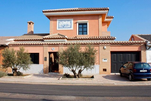4 sovrum Villa till salu i Porzuna med garage - 190 000 € (Ref: 1684424)