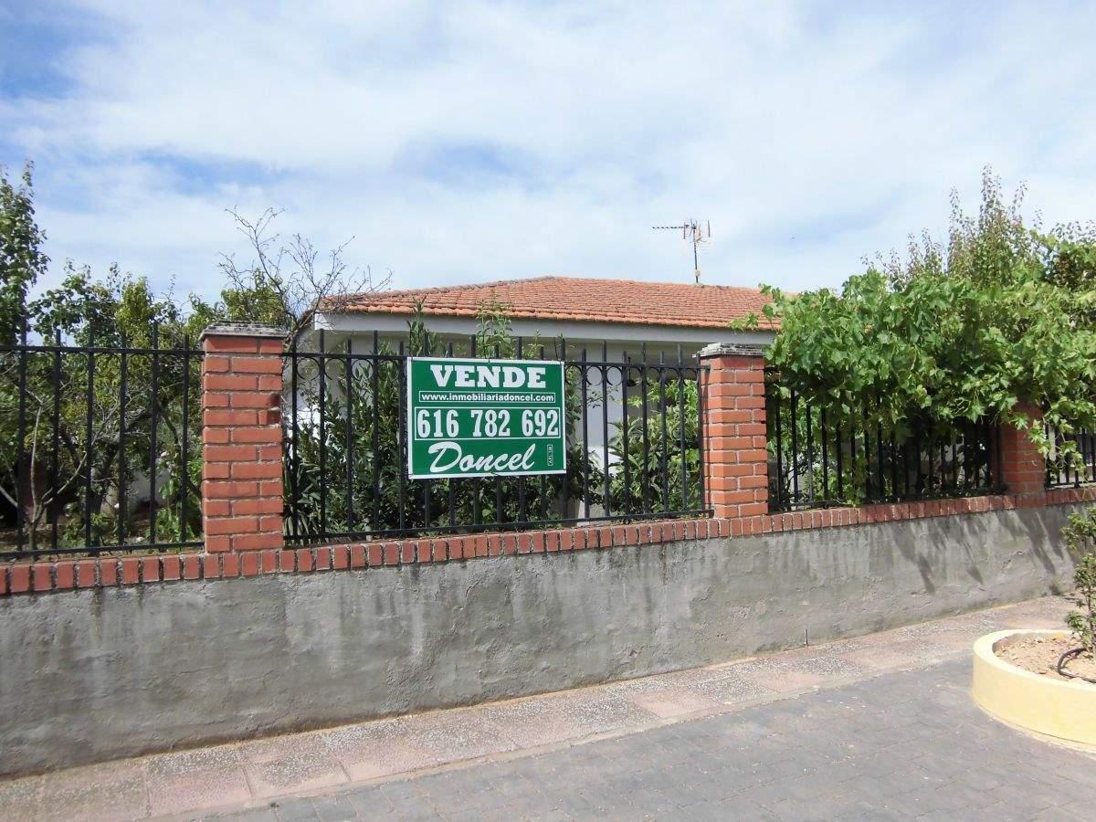 Casa de 4 habitaciones en Fernancaballero en venta - 77.000 € (Ref: 3850198)