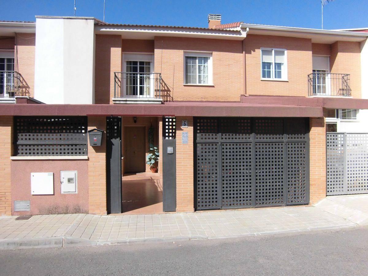 4 sypialnia Dom na sprzedaż w Poblete z garażem - 151 500 € (Ref: 3850267)