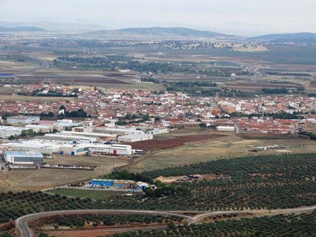 Byggegrund til salg i Argamasilla de Calatrava - € 75.000 (Ref: 3850281)