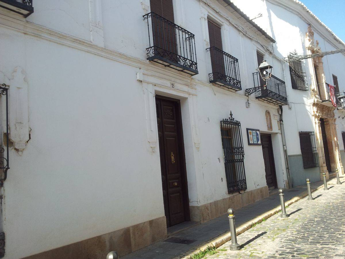 Casa de 8 habitaciones en Almagro en venta - 390.000 € (Ref: 3850316)