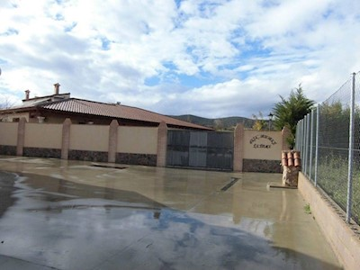 9 chambre Maison de Ville à vendre à Los Cortijos avec garage - 560 000 € (Ref: 3850330)