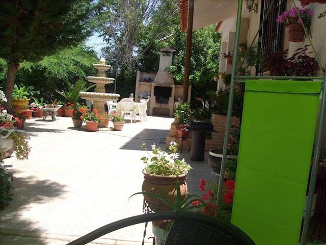 4 Zimmer Villa zu verkaufen in Bolanos de Calatrava mit Garage - 152.000 € (Ref: 3850542)