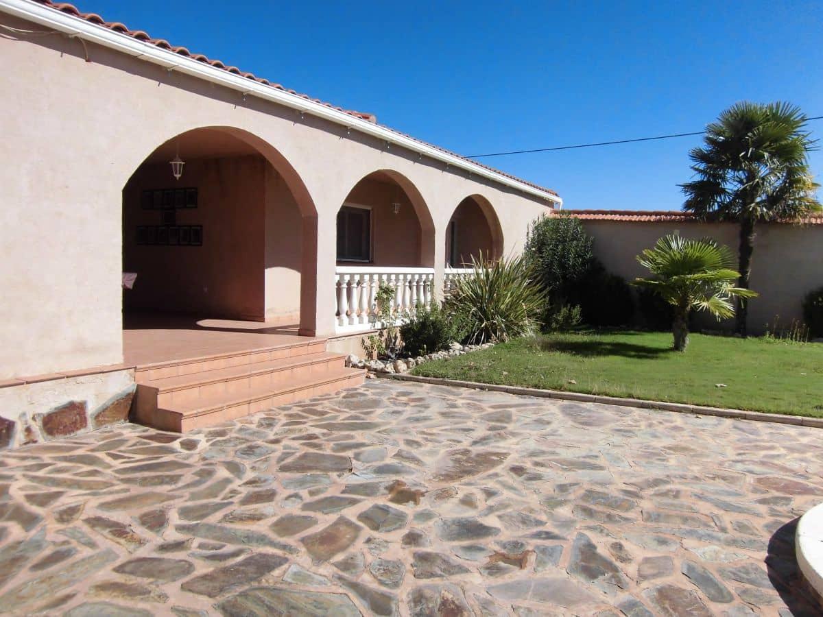 6 sypialnia Dom blizniak na sprzedaż w Porzuna z garażem - 125 000 € (Ref: 5717314)
