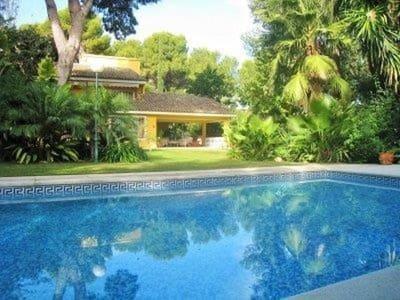 3 bedroom Villa for sale in Godella with pool - € 795,000 (Ref: 4169532)