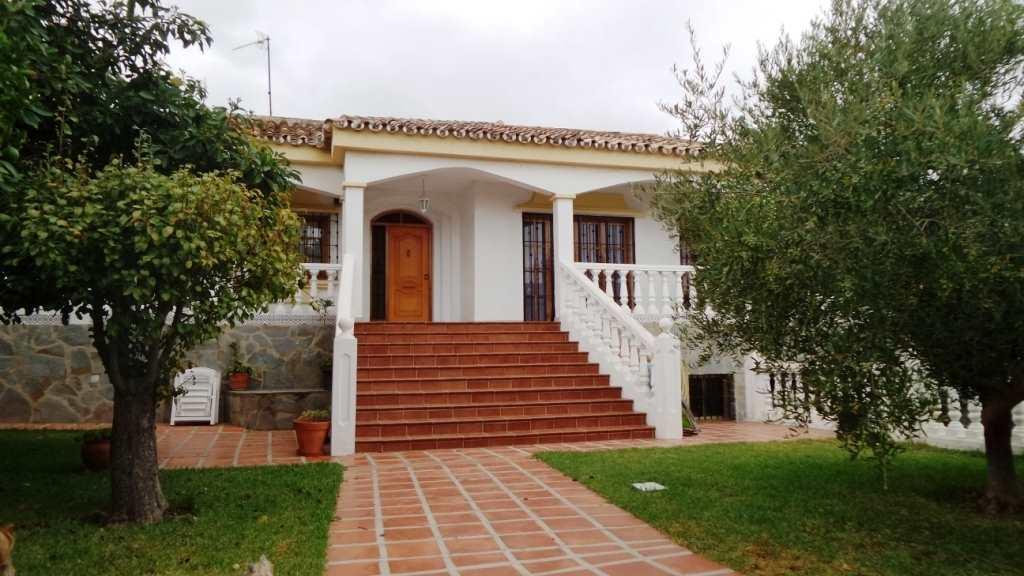2 bedroom Villa for sale in Torremolinos with garage - € 420,000 (Ref: 3571016)