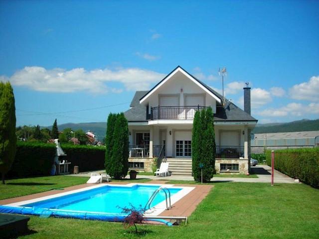 4 chambre Villa/Maison à vendre à Outes avec piscine garage - 280 000 € (Ref: 3630765)