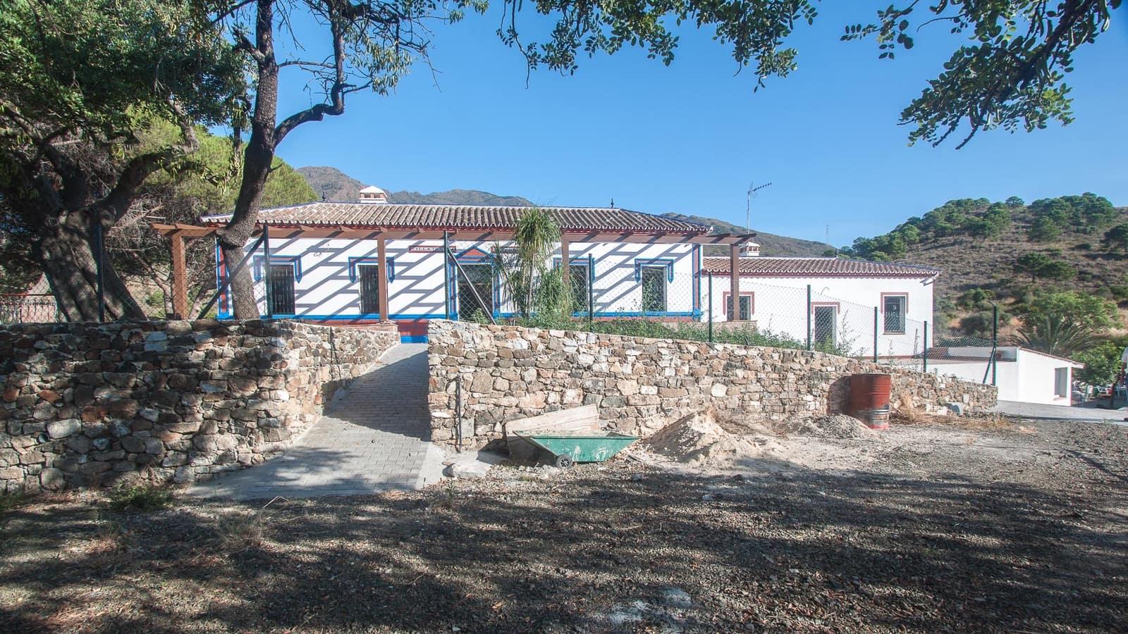 Finca/Casa Rural de 5 habitaciones en Estepona en venta con piscina garaje - 950.000 € (Ref: 4413952)