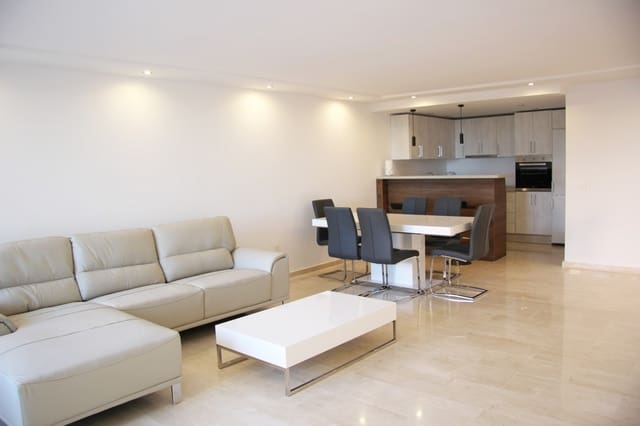 2 bedroom Apartment for holiday rental in Marbella with pool - € 1,000  (Ref: 3035544)