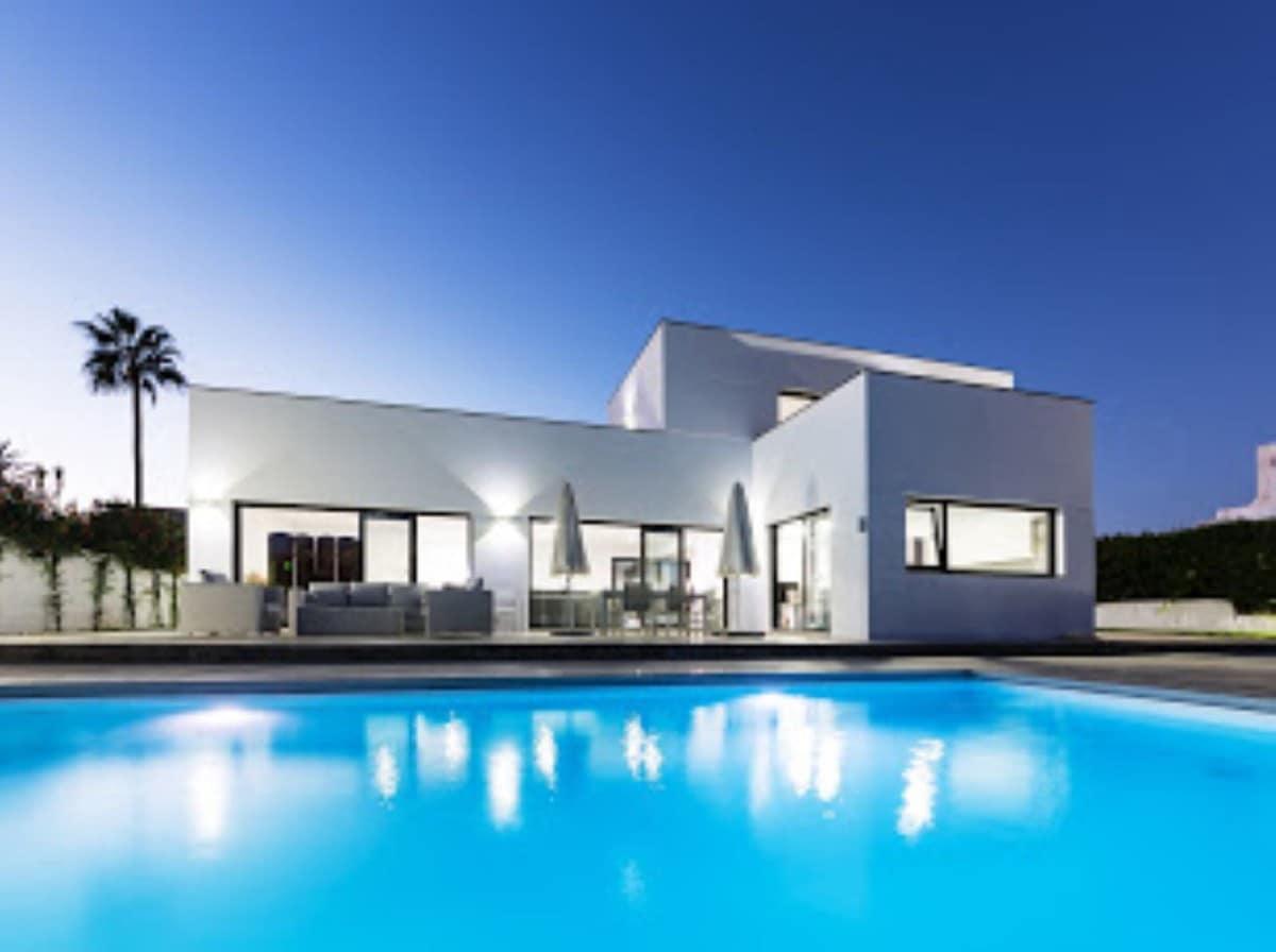5 slaapkamer Halfvrijstaande villa voor vakantieverhuur in San Pedro de Alcantara met zwembad - € 10.000 (Ref: 5999712)