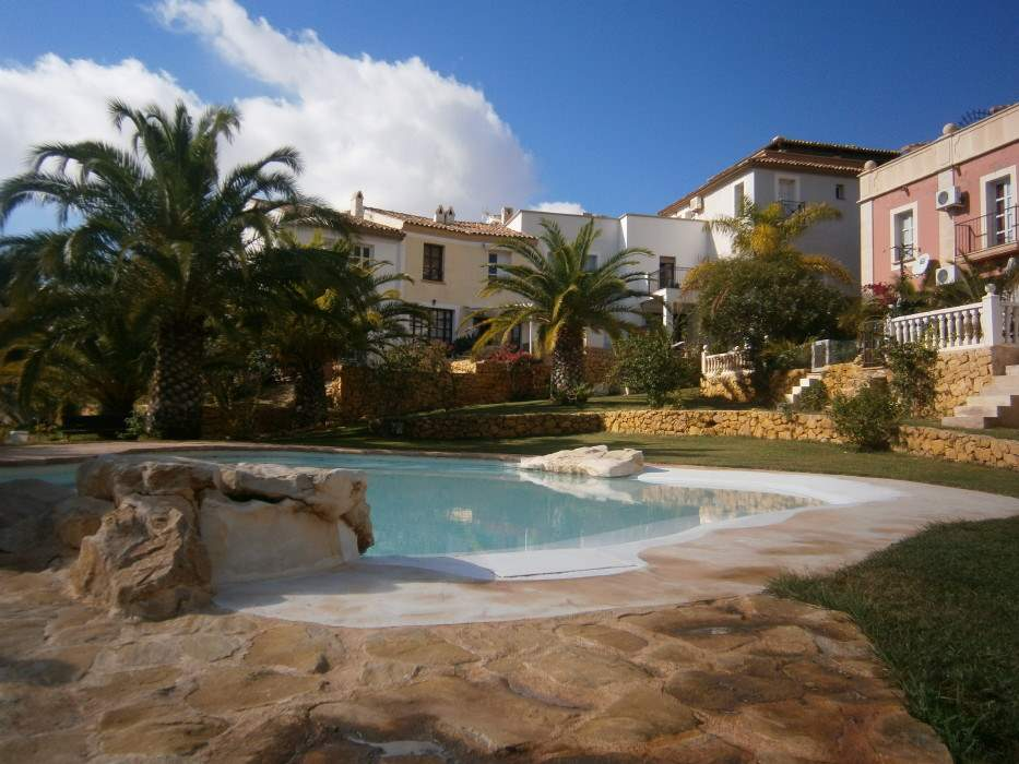 2 bedroom Townhouse for sale in Finestrat with pool - € 159,000 (Ref: 3614929)