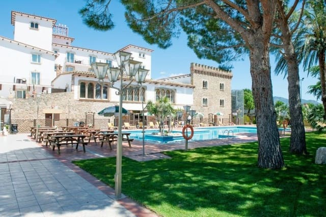 60 bedroom Commercial for sale in Empuriabrava with pool - € 5,900,000 (Ref: 5029662)