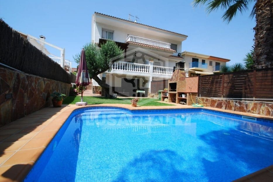 5 bedroom Villa for holiday rental in Calafell with pool garage - € 2,000 (Ref: 5171165)
