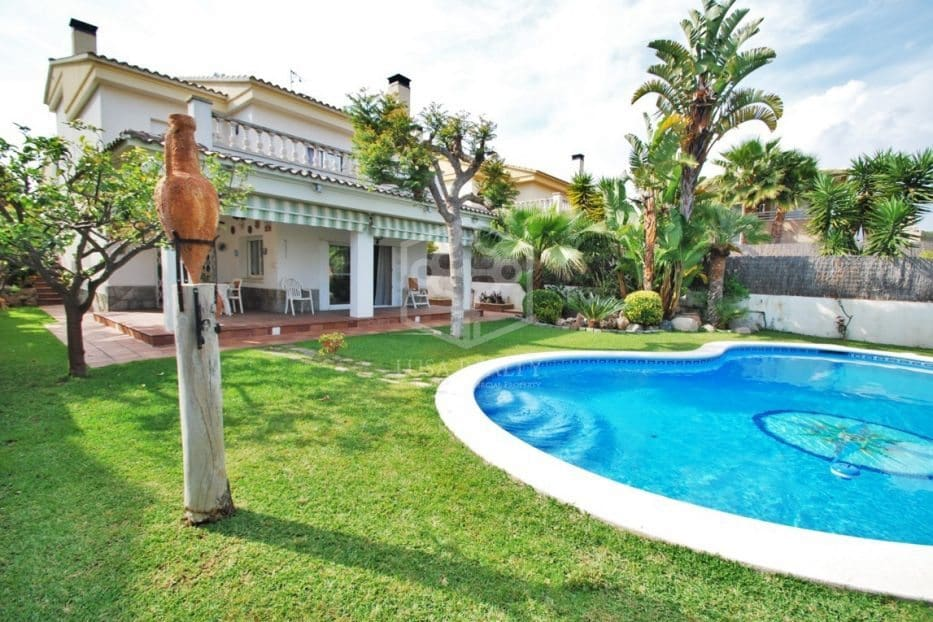 4 bedroom Villa for holiday rental in Calafell with pool garage - € 2,000 (Ref: 5171166)