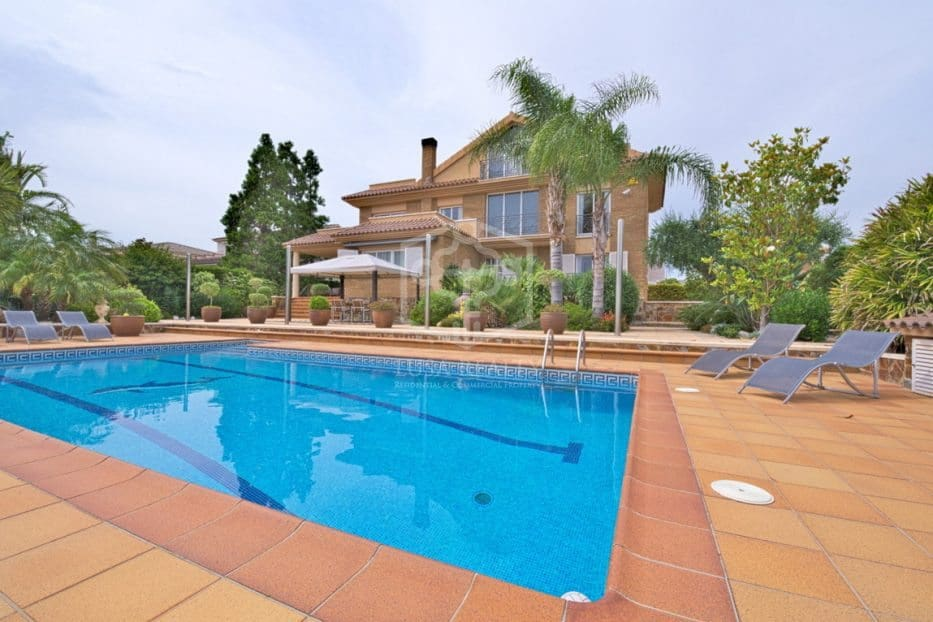 5 bedroom Villa for holiday rental in Calafell with pool garage - € 1,800 (Ref: 5171175)