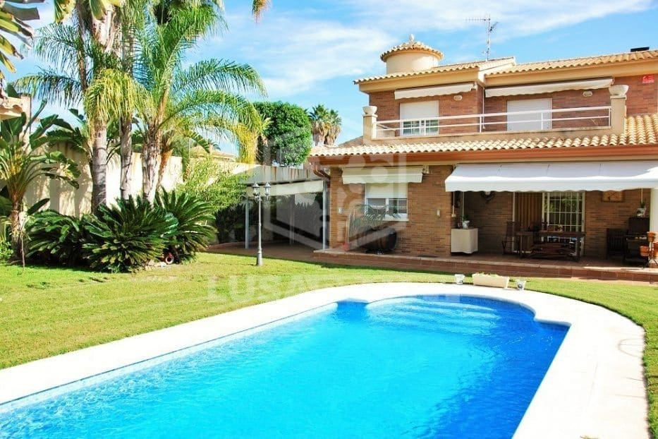 4 bedroom Villa for holiday rental in Calafell with pool garage - € 1,300 (Ref: 5171176)