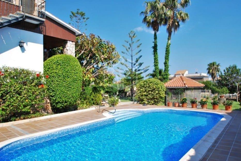4 bedroom Villa for holiday rental in Roda de Bara with pool garage - € 2,200 (Ref: 5171180)