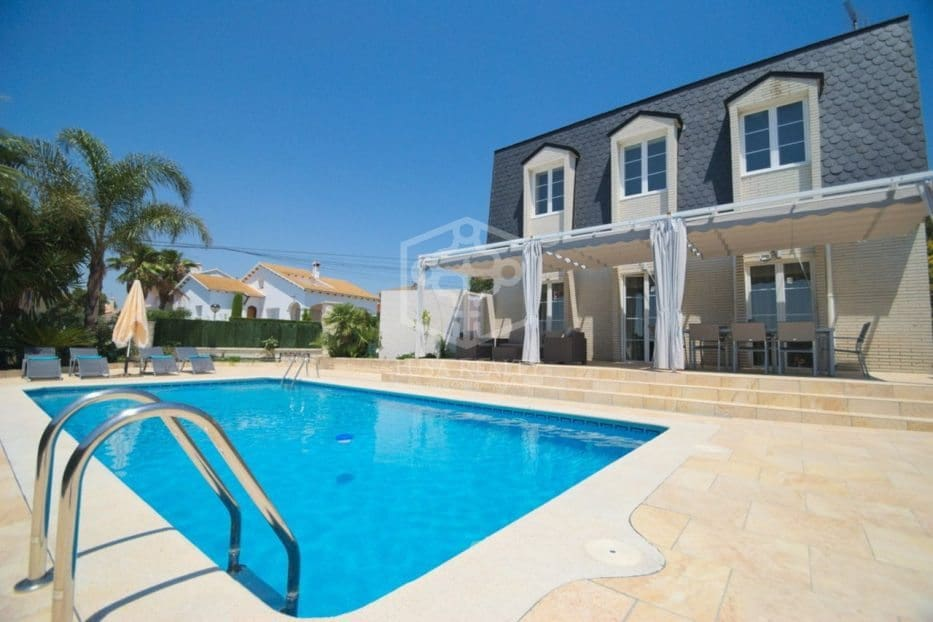 3 bedroom Villa for holiday rental in Coma-Ruga with pool garage - € 2,000 (Ref: 5171189)