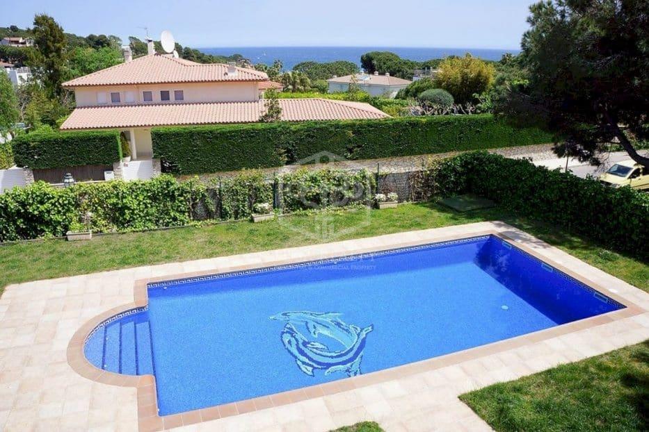 6 bedroom Villa for rent in S'Agaro with pool garage - € 8,000 (Ref: 5708384)