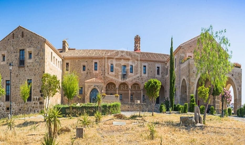 25 bedroom Commercial for sale in Caceres city with pool - € 2,000,000 (Ref: 6129392)