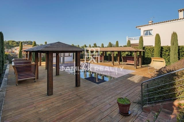 8 bedroom Villa for sale in Palamos with pool garage - € 1,800,000 (Ref: 6255341)