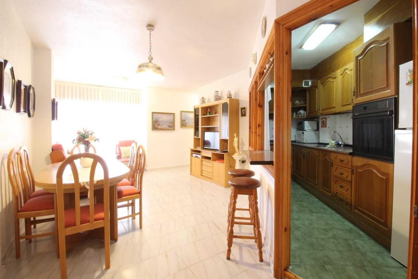Apartamento de 2 habitaciones en Guardamar del Segura en alquiler vacacional con garaje - 400 € (Ref: 3782296)