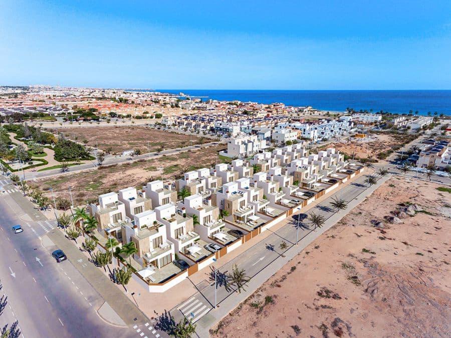 Chalet de 3 habitaciones en Pilar de la Horadada en venta con piscina garaje - 389.500 € (Ref: 4347484)
