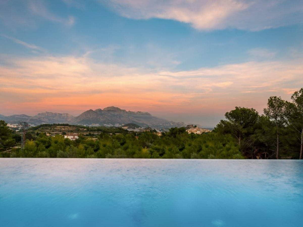 Chalet de 3 habitaciones en Polop en venta con piscina garaje - 555.000 € (Ref: 5022321)
