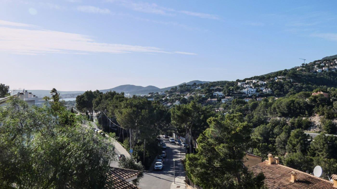 Pareado de 4 habitaciones en Portals Nous en venta - 592.000 € (Ref: 4984936)