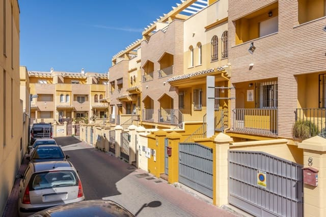4 chambre Villa/Maison Mitoyenne à vendre à La Zubia avec garage - 164 000 € (Ref: 5129851)