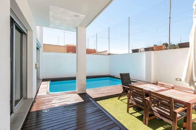 4 soveværelse Semi-Rækkehus til salg i Granada by med swimmingpool garage - € 595.000 (Ref: 6116765)