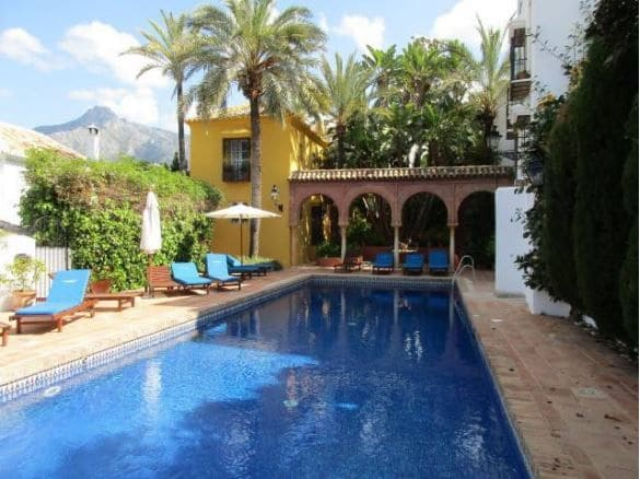 2 bedroom Terraced Villa for sale in Marbella - € 449,500 (Ref: 5133635)