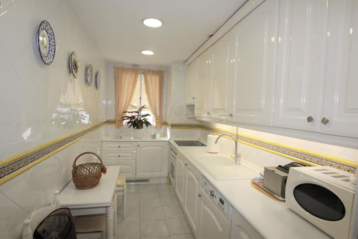 2 bedroom Flat for sale in Marbella with pool - € 440,000 (Ref: 5140644)