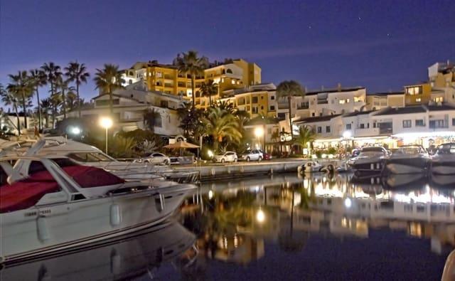 2 soveværelse Lejlighed til leje i Cabopino med swimmingpool - € 900 (Ref: 5980676)
