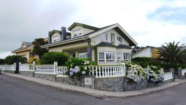 Chalet de 4 habitaciones en Tapia de Casariego en venta con garaje - 350.000 € (Ref: 3922489)