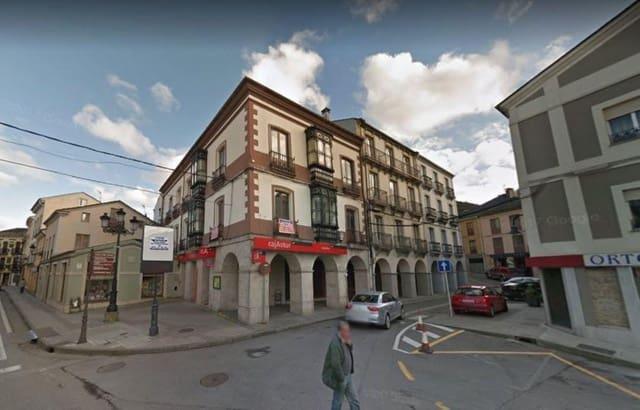 Piso de 5 habitaciones en Vegadeo en venta - 175.000 € (Ref: 3992835)