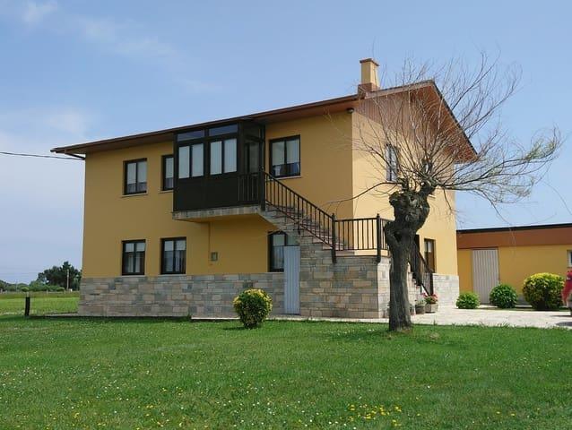 Chalet de 7 habitaciones en Coaña en venta - 235.000 € (Ref: 4032825)
