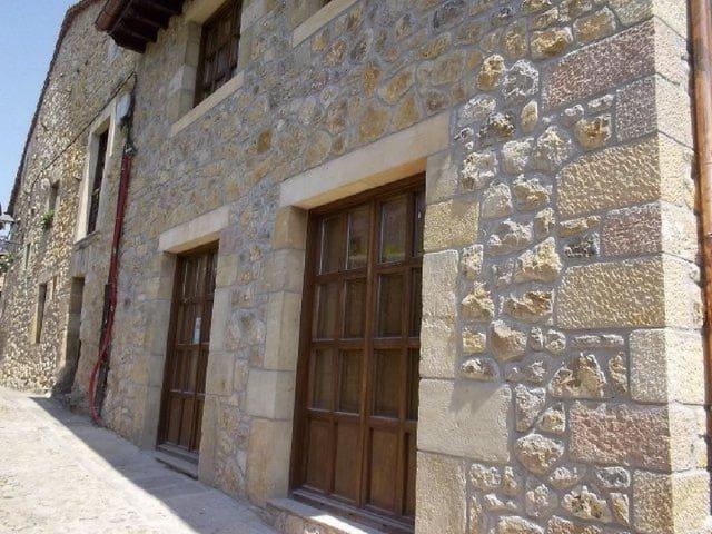 5 bedroom Villa for sale in Santillana del Mar - € 600,000 (Ref: 3109091)