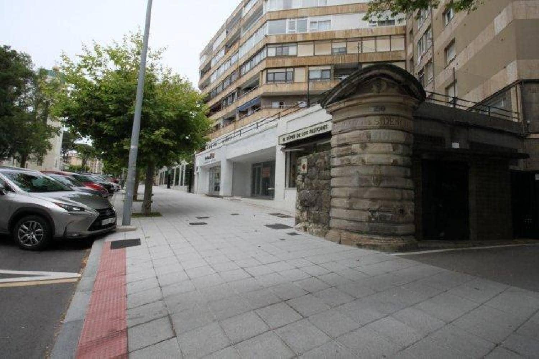 Kaupallinen vuokrattavana paikassa Santander - 2 200 € (Ref: 6103210)