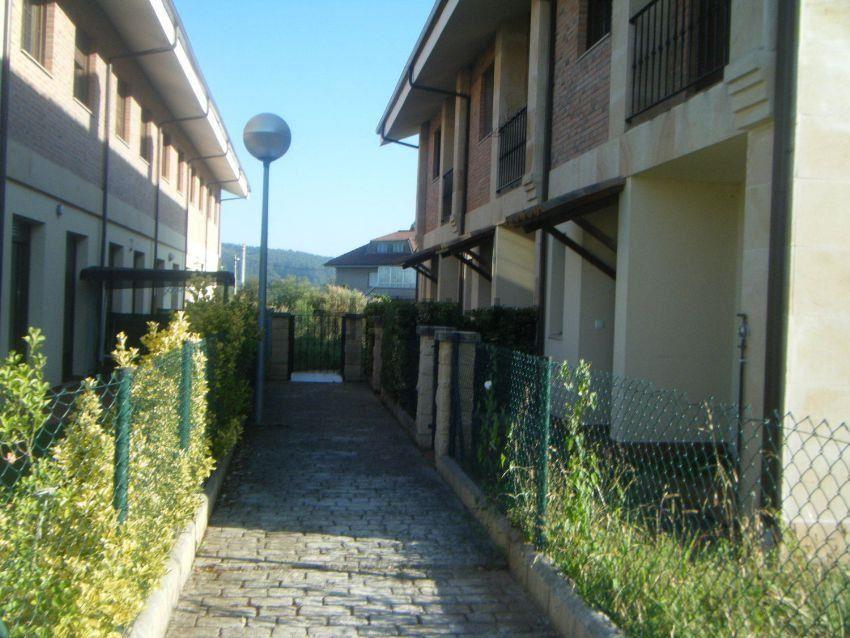 3 bedroom Terraced Villa for sale in Pielagos with garage - € 147,000 (Ref: 3690209)